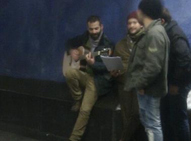 Gitarrist perrongen blå linjen Centralen, Stockholm